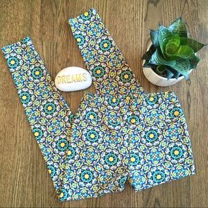 Lularoe tile print leggings